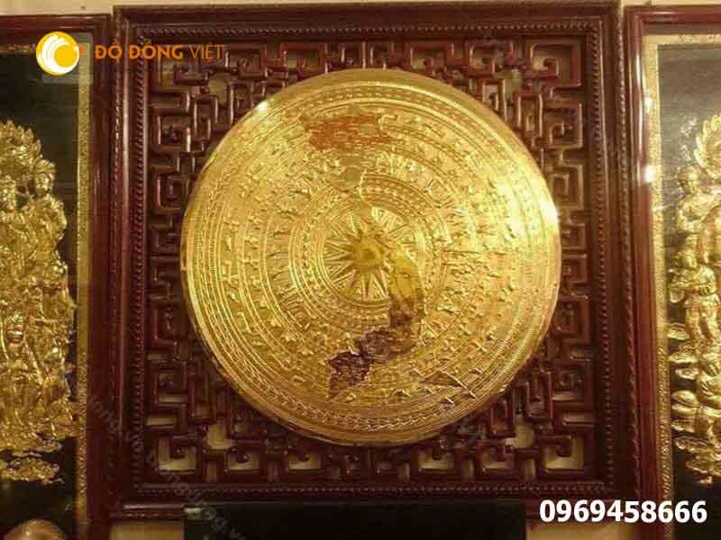 tranh mặt trống đồng bản đồ việt nam mạ vàng