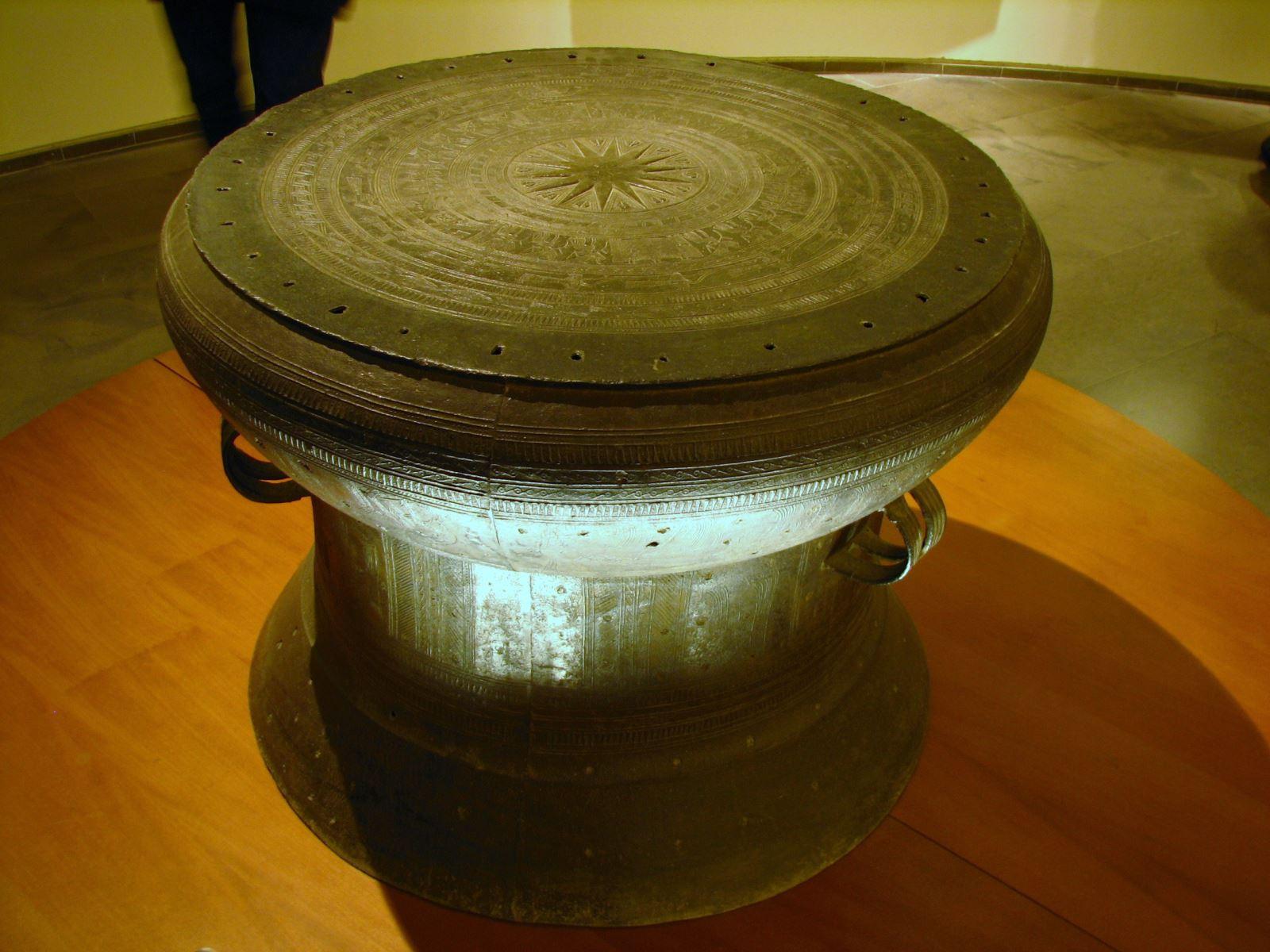 trống đồng ngọc lũ cổ dk 60cm cao 50cm cổ 2500 năm