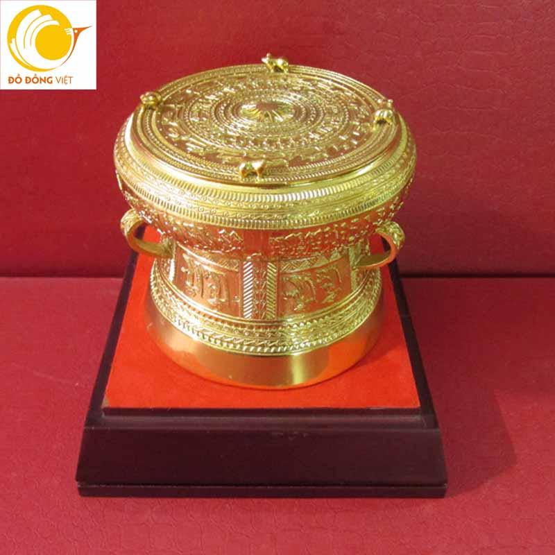 Ý nghĩa đặc biệt của quà tặng trống đồng mạ vàng